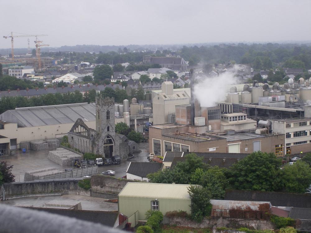 Vue sur Kilkenny depuis la tour ronde ( château en ruine et
