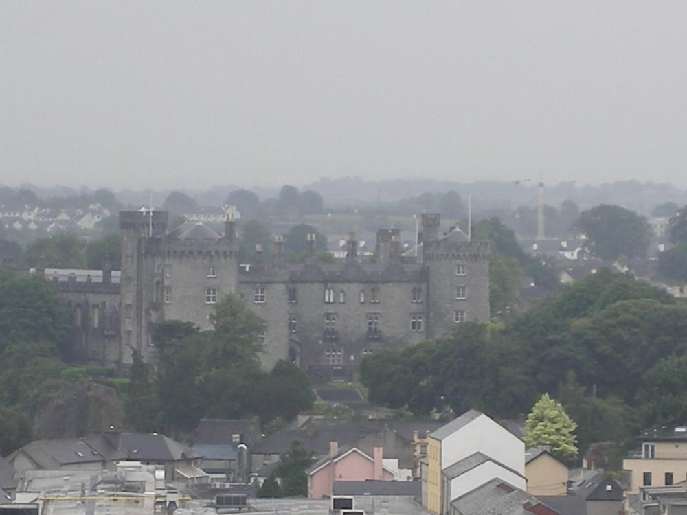 Vue sur kilkenny depuis la tour ronde (château)