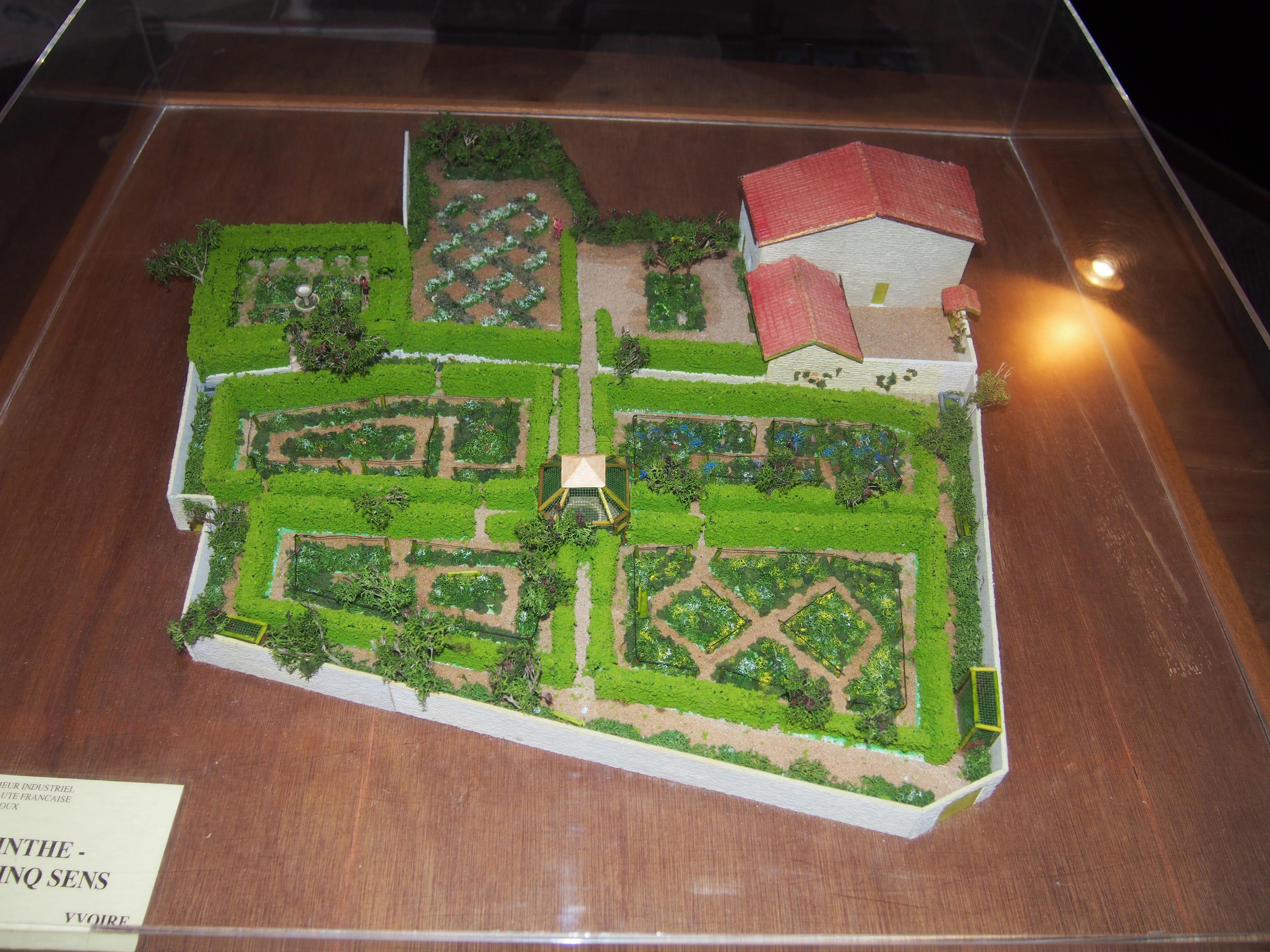 Le jardin des cinq sens claire line 39 s travelogues for Jardin 44 des 5 sens